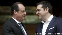 23.10.2015+++ Greek Prime Minister Alexis Tsipras (R) welcomes French President Francois Hollande at his office in Maximos Mansion in Athens, Greece, October 23, 2015. Hollande is on a two-day official visit to Greece. REUTERS/Alkis Konstantinidis +++Copyright: Reuters/A. Konstantinidis