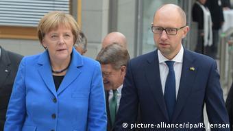 Ангела Меркель и Арсений Яценюк на конференции в Берлине, 23 октября