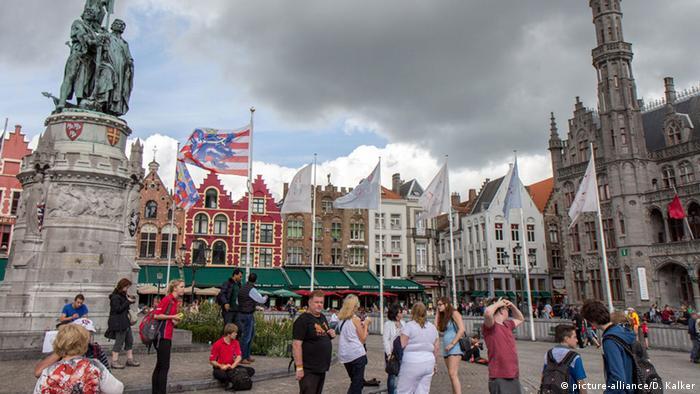 Belgien Grote Markt Brügge (picture-alliance/D. Kalker)
