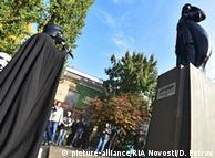 """Памятник Ленину в Одессе переделали в фигуру Дарта Вейдера, персонажа """"Звездных войн"""", в 2015 году"""