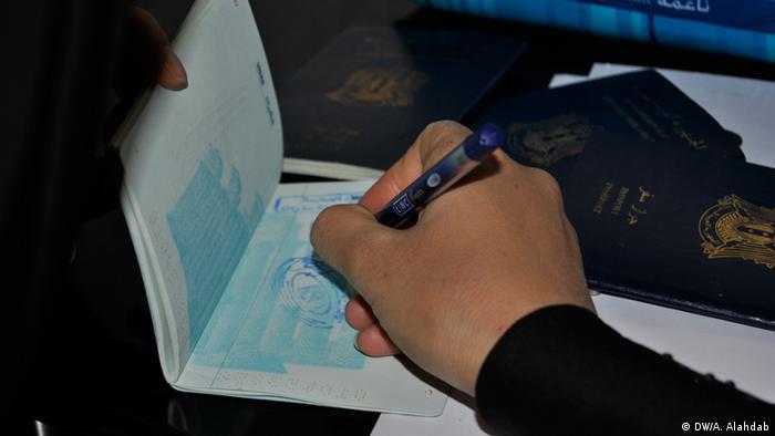 Syrien Damaskus Ausreise Passkontrolle (DW/A. Alahdab)