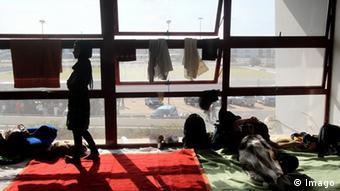 Flüchtlinge in Olympischer Anlage in Athen untergebracht