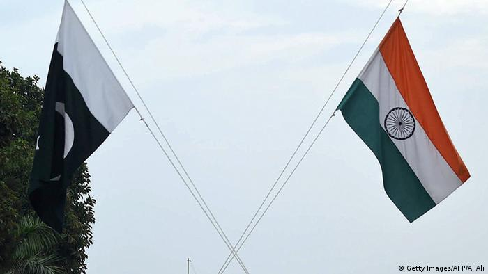 Flagge Pakistan und Indien (Getty Images/AFP/A. Ali)