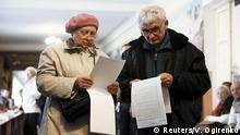 25.10.2015 People hold their ballots as they visit a polling station during a regional election in Kiev, Ukraine, October 25, 2015. Ukrainians go to the polls on Sunday to appoint mayors and council heads to regional seats. Copyright: Reuters/V. Ogirenko