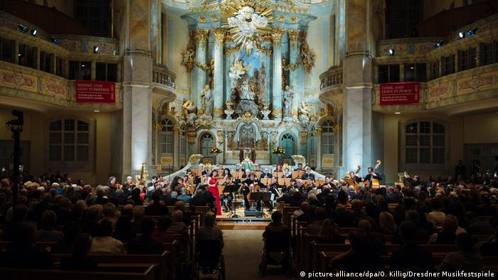 dresden s church of our lady celebration defies xenophobia with music music dw. Black Bedroom Furniture Sets. Home Design Ideas