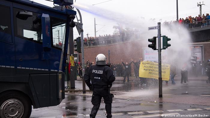 HOGESA Gegendemonstration Köln Polizei Demonstranten