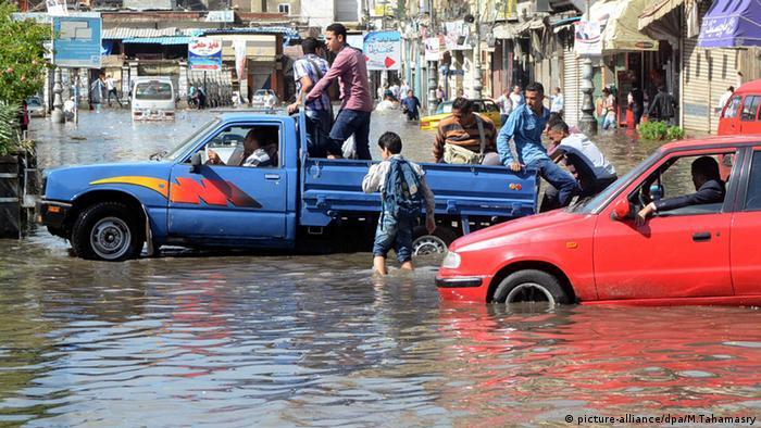Alexandria Ägypten Flut Straße