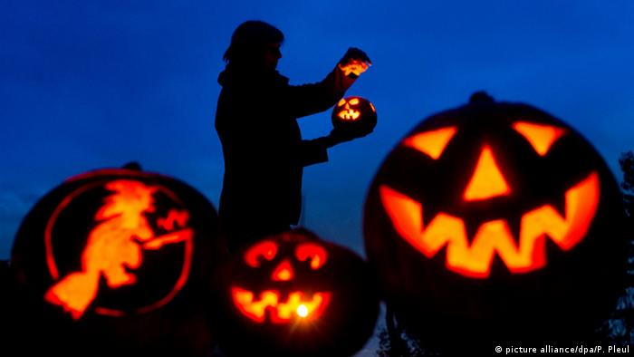 Jack-o'-lanterns in Brandenburg (picture alliance/dpa/P. Pleul)