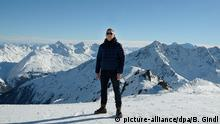 epa04549607 British actor/cast member Daniel Craig poses during a photocall on location for the shooting of the 24th James Bond movie 'Spectre' in the ski resort of Soelden, Austria, 07 January 2015. The new Bond movie is to premiere in October 2015. EPA/BARBARA GINDL