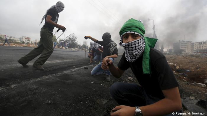 Palestinians clash with Iraeli troops  (Foto: Reuters/M. Torokman)