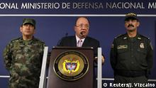 26.10.2015+++ Colombia's Defense Minister Luis Carlos Villegas (C) delivers a speech, next to Colombian armed forces chief General Juan Pablo Rodriguez (L) and director of national police General Rodolfo Palomino (R) during a news conference in Bogota, Colombia October 26, 2015. Colombia's second-largest rebel group, the ELN, killed 12 members of the security forces in the central province of Boyaca on Monday, the government said, as the troops transported votes from the country's regional elections. The National Liberation Army, or ELN, attacked the soldiers with explosives and shots in mountainous Guican municipality, in an area belonging to the Uwa indigenous group, Villegas told reporters. REUTERS/John Vizcaino +++ Copyright: Reuters/J. Vizcaino