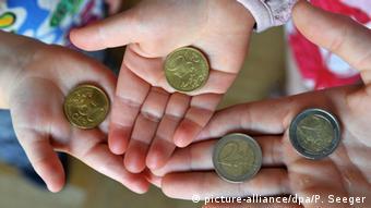 SZ: Tο κράτος να στηρίξει τους φτωχότερους