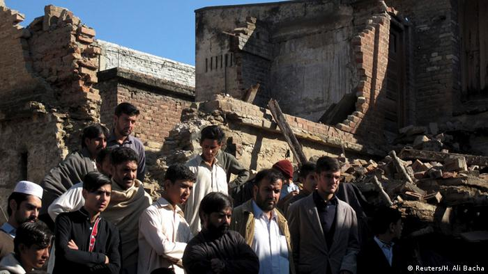 Residents gather near a house damaged by an earthquake in Mingora, Swat, Pakistan October 27, 2015 (Photo: Reuters/H. Ali Bacha )