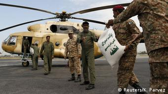 Army soldiers load sacks of food aid on a helicopter, to distribute in earthquake stricken areas in Peshawar, Pakistan October 27, 2015 (Photo: REUTERS/Khuram Parvez)