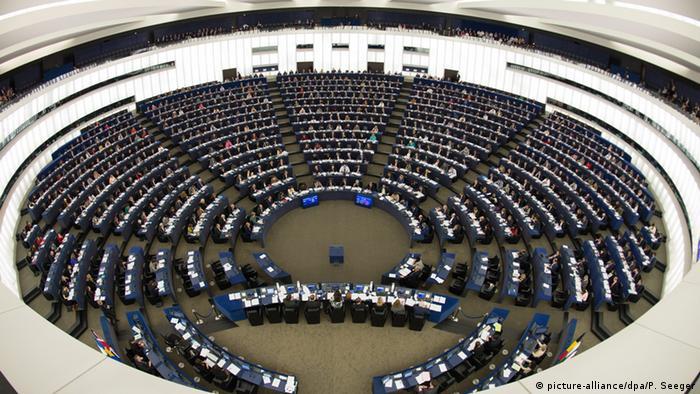 Brüssel Europäisches Parlament Abstimmung Roaming-Gebühren (picture-alliance/dpa/P. Seeger)