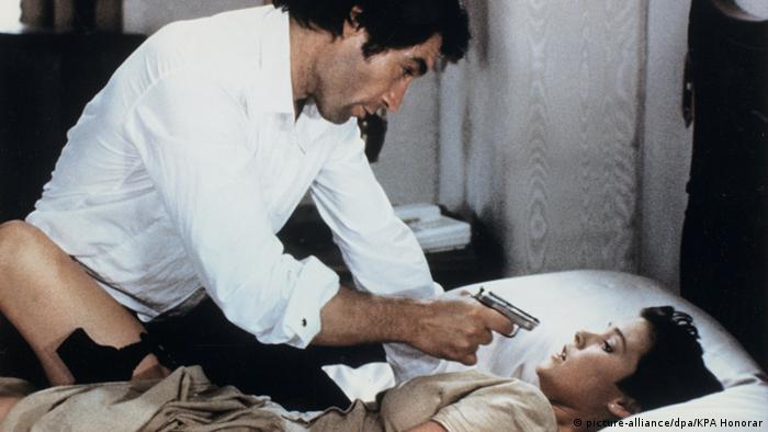 Filmszene James Bond Lizenz zum Töten Timothy Dalton Carey Lowell