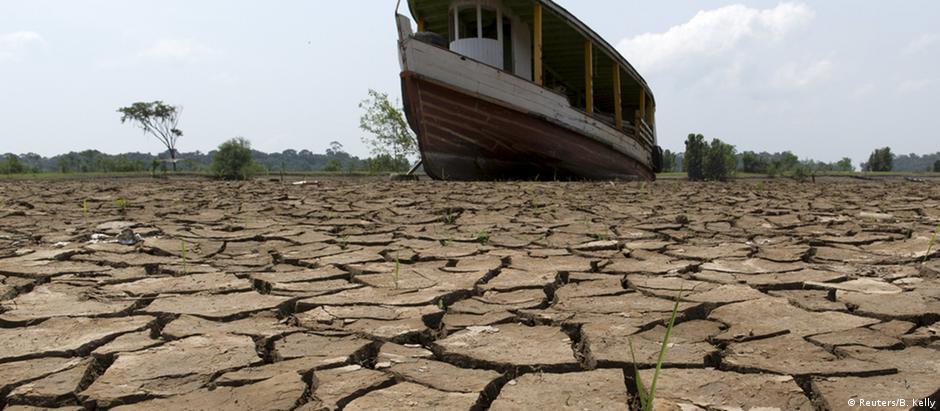 Seca de 2015 no rio Amazonas, no Brasil