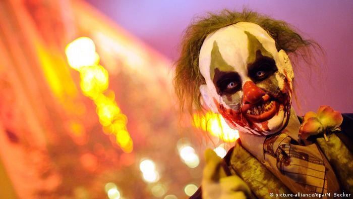 Creepy clown (picture-alliance/dpa/M. Becker)