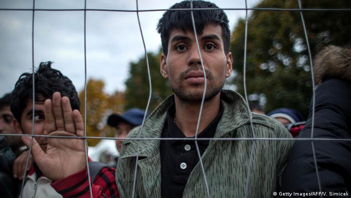 Беженец на границе Словении и Австрии