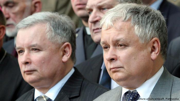 Polen Lech Kaczynski (R) und Jaroslaw Kaczynski