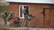 Special Forces of the Polish Army atttack a house during the NATO Noble Jump military exercises of the VJTF forces (Getty Images/Sean Gallup)
