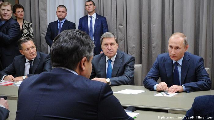 Зигмар Габриэль во время визита к Владимиру Путину в октябре 2015 года