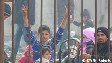 Titel: Bahnhof Dobova Beschreibung: Am Bahnhof von Dobova kommen die Züge mit Flüchtlingen aus Kroatien an. An dere starten Richtung Österreich. Direkt daneben befindet sich eine Notunterkunft. Foto: Nemanja Rujević