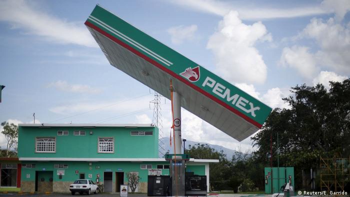 PEMEX Tankstelle Schiefes Dach