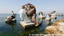 """***Das Pressebild darf nur in Zusammenhang mit einer Berichterstattung über die Ausstellung verwendet werden*** """"The Most Beautiful of All Mothers"""", eine Skulptur von Adrián Villar Rojas. Quelle: http://www.iksvphoto.com/#/album/25cd8i/photo/33871294 +++ Copyright: Istanbul Biennale/K. Karacizmeli"""