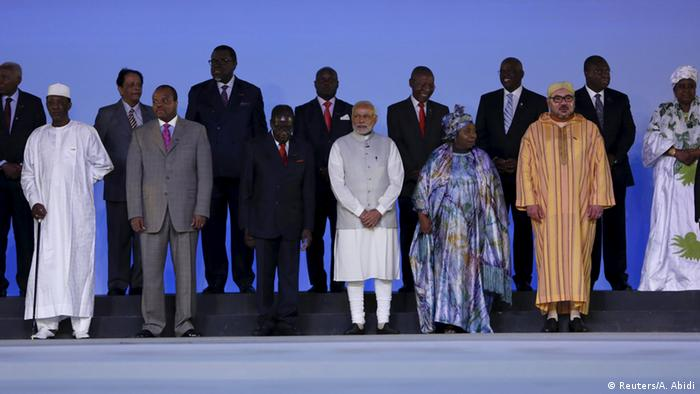 Narendra Modi (C) poses with his counterparts from African countries during the Inaugural Session of the India-Africa Forum Summit in New Delhi, India, October 29, 2015 (Photo: REUTERS/Adnan Abidi)