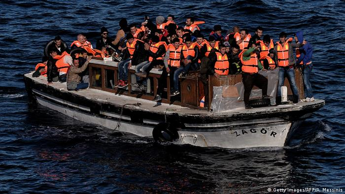 Volles Flüchtlingsboot (Foto: Getty Images/AFP/A. Messinis)
