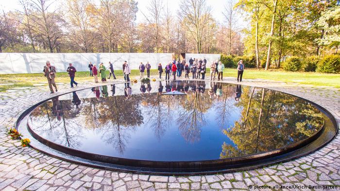 """""""Jezioro łez"""" – Pomnik na cześć Pomordowanych Sinti i Romów w Berlinie"""