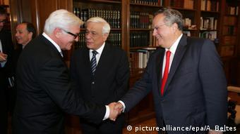 Deutschland Griechenland Steinmeier mit Kotzias (picture-alliance/epa/A. Beltes)