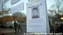 26.10.2015+++In this Oct. 26, 2015 file picture , a poster to find 4-year-old Mohamed Januzi is on display outside the state office for health and social affairs in Berlin, Berlin police say Thursday Oct. 29, 2015 they have arrested a suspect in the disappearance earlier this month of 4-year-old Bosnian boy Mohamed Januzi leaving the central registration center for migrants in Berlin, and have found the body of a child in the suspect's car. (Michael Kappeler/dpa via AP) Copyright: picture-alliance/AP Photo/M. Kappeler