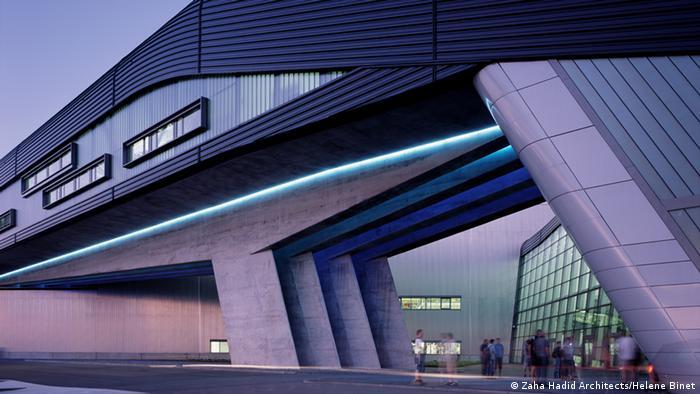 Главное здание завода BMW в Лейпциге