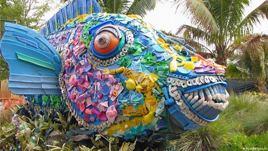 Schluss mit der Wegwerfgesellschaft Kunst aus Plastik