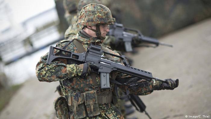 Bundeswehr Soldaten Sturmgewehr G36 Heckler und Koch