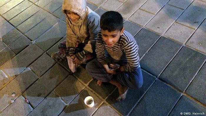 Pekçok Suriyeli çocuk şehirlerde dilencilik yapmak zorunda kalıyor.