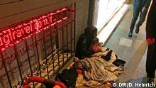 Istanbul Bettelnde syrische Mutter mit Kind