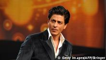 February 24, 2015 Bildunterschrift:Indian Bollywood actor Shah Rukh Khan poses during a press interaction to launch a new television show India Poochega Sabse Shaana Kaun? in Mumbai on February 24, 2015. Getty Images/AFP/Stringer