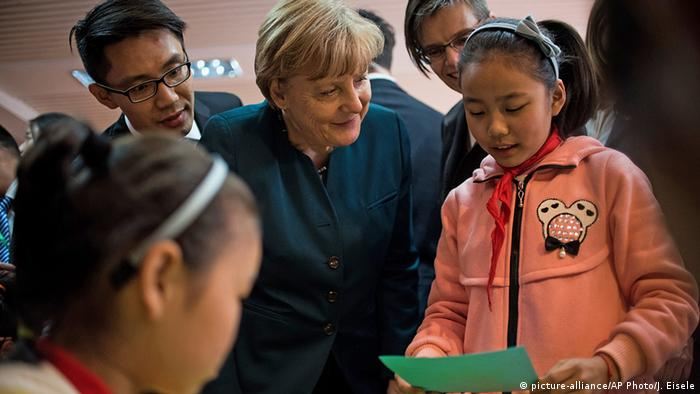 China Deutschland Bundeskanzlerin Angela Merkel in Heifei (picture-alliance/AP Photo/J. Eisele)