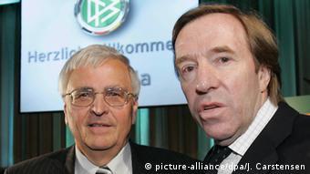 Theo Zwanziger und Günter Netzer (Foto: picture-alliance/dpa/J. Carstensen)
