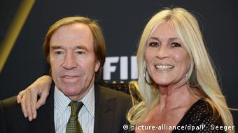 Γκύντερ και Ελβίρα Νέτσερ σε παλαιότερη εκδήλωση της FIFA στη Ζυρίχη