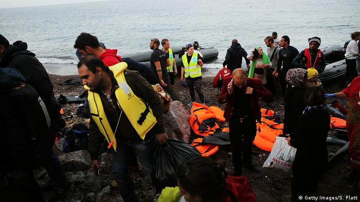 Symbolbild Flüchtlingsboote vor türkischen Küste