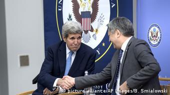 Kirgisistan US Außenminister John Kerry mit Erlan Abdyldaev