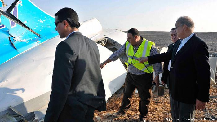 The Egyptian Prime Minister, Sherif Ismail (R), examines the wreckage at the site of the Russian plane crash. (Photo: EPA/STR EGYPT OUT)