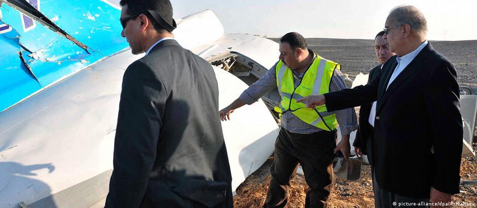 Investigadores averiguam destroços do avião russo encontrados no Sinai
