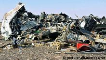 31.10.2015 *** epa05005036 Debris from crashed Russian jet lies strewn across the sand at the site of the crash, Sinai, Egypt, 31 October 2015. According to reports the Egyptian Government has dispatched more than 45 ambulances to the crash site of the Kogalymavia Metrojet Russian passenger jet, which disappeared from raider after requesting an emergency landing early 31 October, crashing in the mountainous al-Hasanah area of central Sinai. The black box has been recovered at the site. EPA/STR EGYPT OUT
