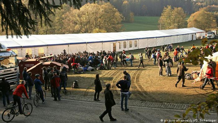 Отапливаемя палатка для тысячи беженцев в Коллершлаге, Австрия