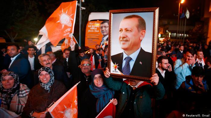 Wahl in der Türkei AKP gewinnt deutlich